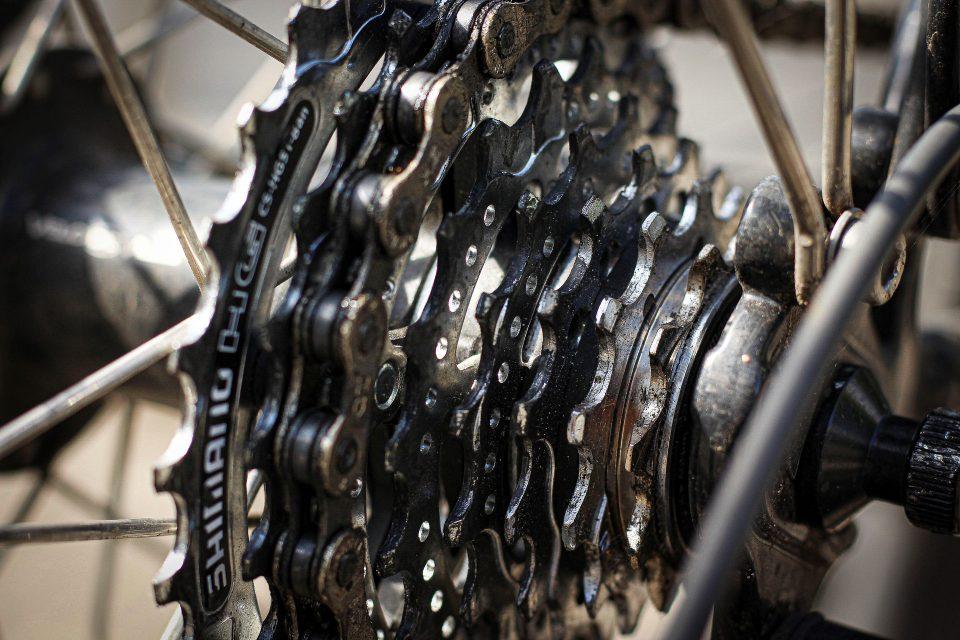 La manutenzione della catena: pulizia e lubrificazione