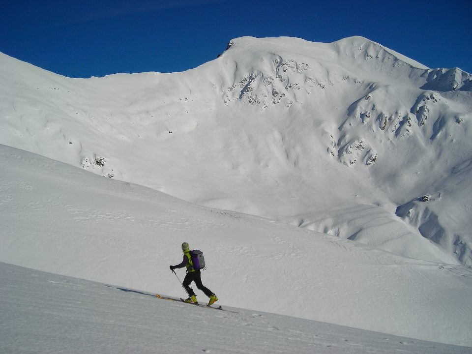 Marmontana 2316 m dalla strada per il Passo Giovo