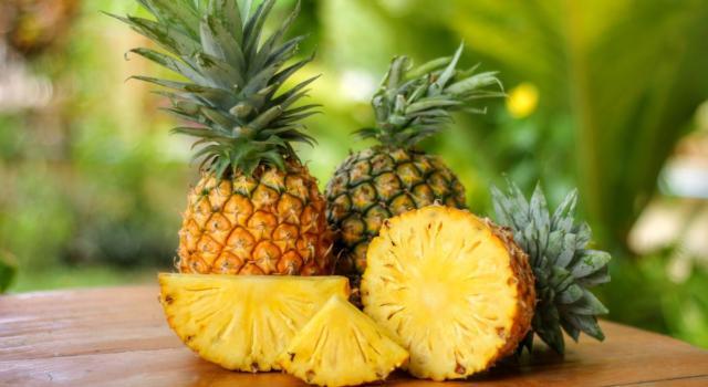 Sfatiamo un mito: l'ananas brucia i grassi, ma solo se andate a raccoglierlo a piedi da casa ai Caraibi!